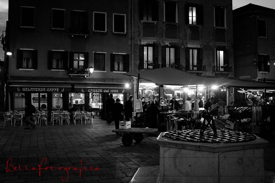 evening descends on the market