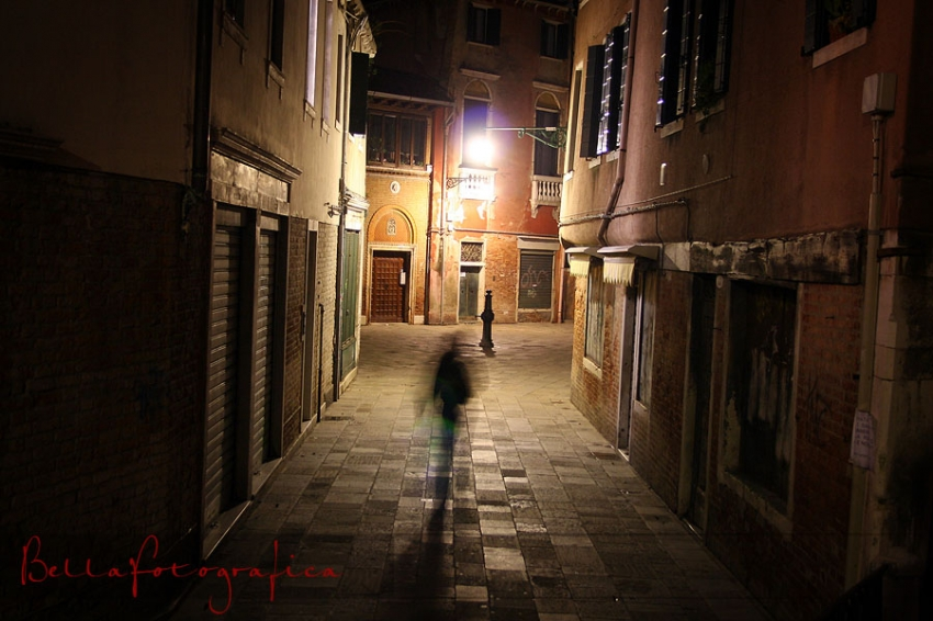 alley ghosts in venice alleyway