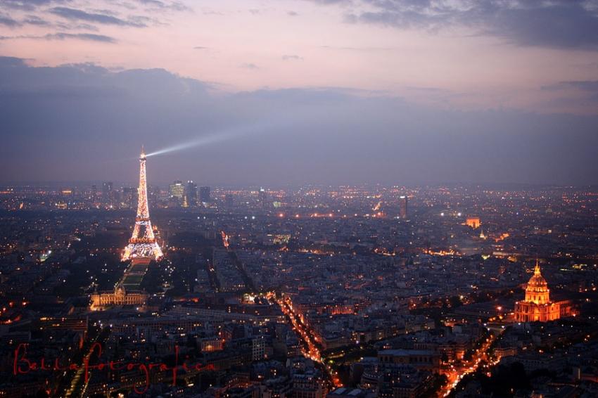 evening descends on paris