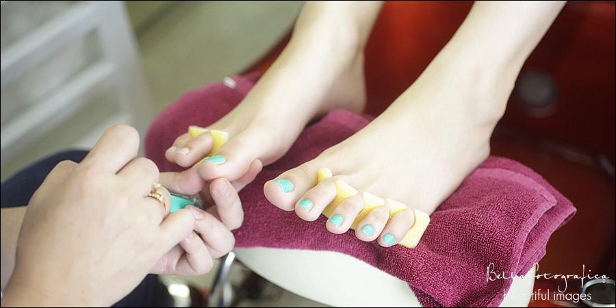 bride and bridesmaids at nederland nails getting pedicure