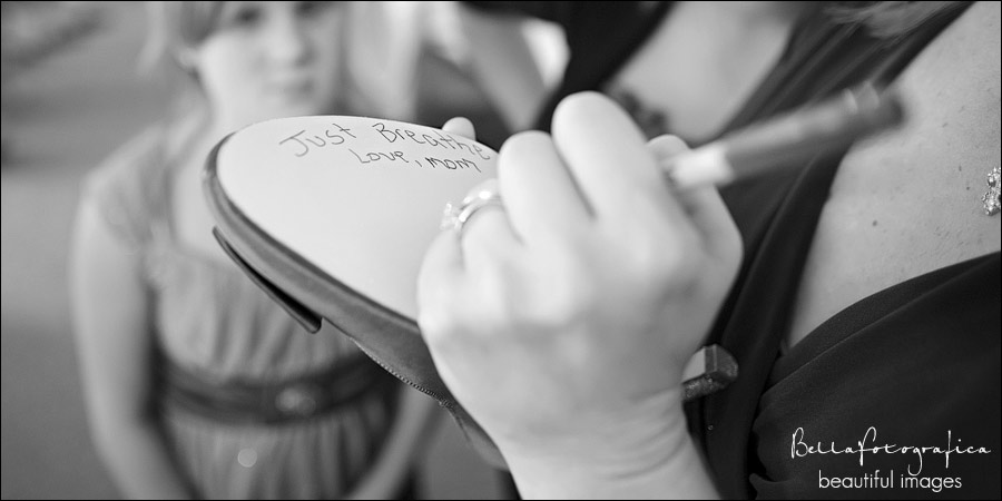 mother of the bride writing on brides shoes