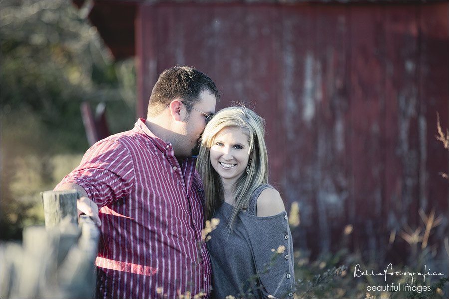 outdoor engagement photos by a barn